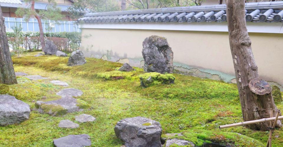 明治時代創業の北山錦弘堂として、庭園資材取扱・庭園作庭を生業としてきました。 1975年に、北山安夫が、北山造園として再興し、2016年に40周年を迎えました。